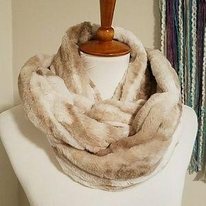 WINTER CLEAROUT ** Faux fur infiniti scarf